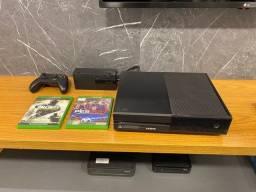 Título do anúncio: Xbox One + controle e cabos + 4 jogos, NOVINHO! Muito pouco uso