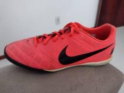 Título do anúncio: Chuteira de Futsal Original Nike 40