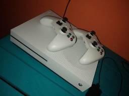 Troco Xbox one S 1TB por iPhone, Xbox na garantia 2 manetes e uns 8 jogos