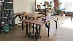 Mesa aparador com pé de máquina de costura antiga