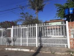 Vendo Casa de Bloco na Qnl 07 desocupada 400 mil