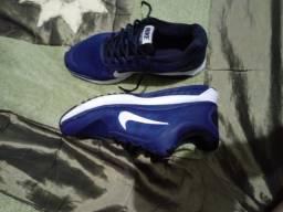 Tênis Nike unissex 39