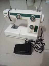 Título do anúncio: Máquina de costura Elgin tudo funcionando perfeitamente