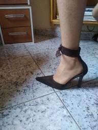 Título do anúncio: Estou desapegando esses lindos sapatos de marca Melissa