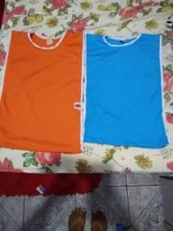 Coletes p são 15 azul e 15 laranjado