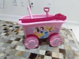 Título do anúncio: Carrão de praia infantil das princesas