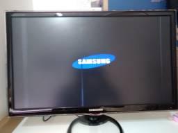 """Título do anúncio: Tv Samsung 27""""  syncMaster TA550 com detalhe na tela"""