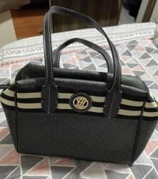 Título do anúncio: Bolsa de mão de couro preto estampado Victor Hugo