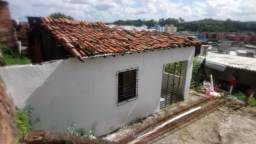 Aluga-se uma casa no Alto do Olho d'Agua,travessa 290.