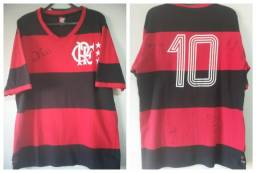 Título do anúncio: Camisa Flamengo 1981 Autografada pelo Zico, Junior, Leandro e Nunes