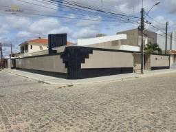 Título do anúncio: Casa de Alto Padrão à venda no bairro Universitário, com 4 quartos sendo 2 suítes