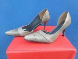 Título do anúncio: Sapatos lindos... tam 36... liquidação... 15,00 o par... ?