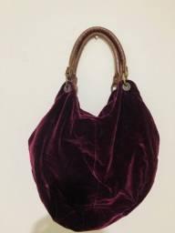 Título do anúncio: Bolsa em veludo com alças de couro
