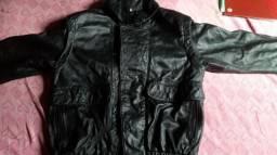 Jaqueta de couro preta em perfeito estado de uso sem nenhum defeito