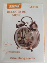 Relógio de mesa.(despertador). Cobre. R$ 55,00. Whats *.. *..37799616