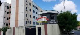 Apartamento com 3 dormitórios para alugar, 65 m² por R$ 1.050,00/mês - Maraponga - Fortale