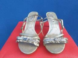 Título do anúncio: Sandálias e sapatos... tam 36... lindos... liquidação... 15,00 o par... ?