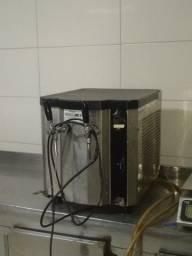 Título do anúncio: Chopeira Elétrica Small Memo 50 Litros/hora - 2 Torneiras Italianas