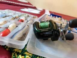 Vendo carretilha Shimano 301e7 e várias iscas