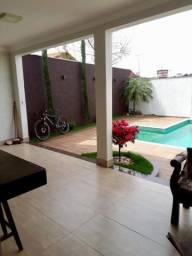 Casa com piscina no Jardim Centro
