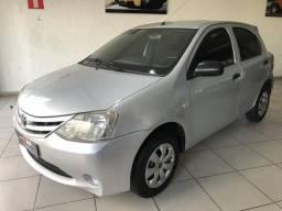 Toyota Etios X 2013 1.3 Hatch Completo - 2013