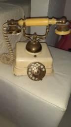 Telefone antigo não funciona falta um lado fone