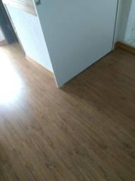 Piso laminado, piso vinílico, rodapé especial, papel de parede, drywall