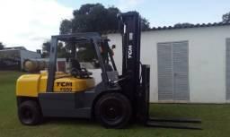 Empilhadeira a gás - TCM fg50 5 ton - 2010 R$99.000