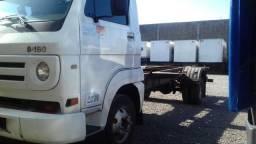 Vendo caminhão com serviço