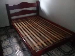Cama de madeira maciça mogno
