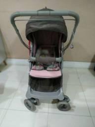 Linda carrinho de bebê.