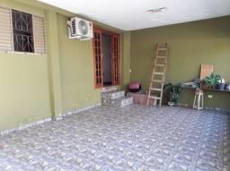 Casa com 2 quartos - Bairro Conjunto Habitacional Collor de Melo em Cambé