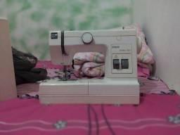 Título do anúncio: Máquina de costura pouco usada em ótimo estado