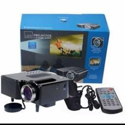 Título do anúncio: Mini Projetor LED (serve com notebook, tv box e chromecast)