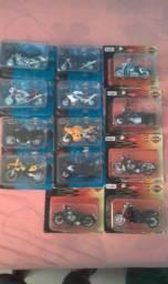 Lote com 13 miniaturas de moto 1:18