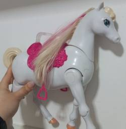 Título do anúncio: Cavalo da barbie que anda sozinho!