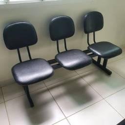 Título do anúncio: Longarina 3 lugares em Courvin Preto<br>Modelo Executiva para sala de espera.<br>1,45 x 0,53m