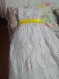 Vestido daminha de honra de 5 a 6 anos novo r$ 600