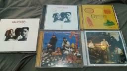 Varios lotes de CDs e DVDs