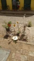 Vendo suportes para plantas e enfeites para jardim