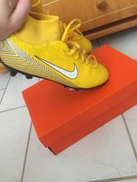 Chuteira Nike botinha