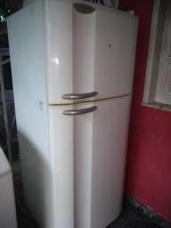 Geladeira Frost Free duplex com defeito