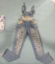 Calça jeans flare e macacão jeans destroyed