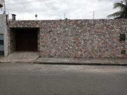 Casa em Arapiraca-AL, 360 m2, 3 quartos, 3 banheiros, garagem 2 carros