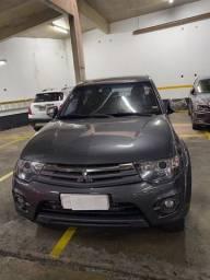Caminhonete Mitsubishi L200 Triton HPE 3.2 automática completíssima