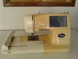 Máquina de bordar da brother PC 8200 com defeito
