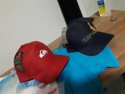 Vende-se  chapéus e camisas