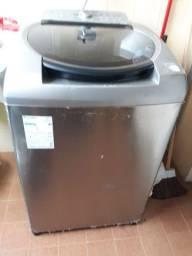 Maquina de lavar roupas.