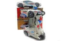 Carrinho que vira robô Transformers 3D 50,00