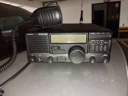 Rádio Yaesu System 600 HF SSB